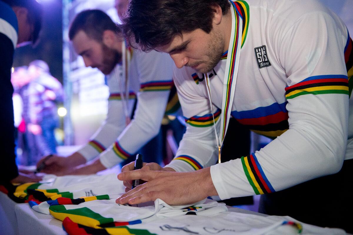 cw_sportmanagement_ThomasPechhacker_signing